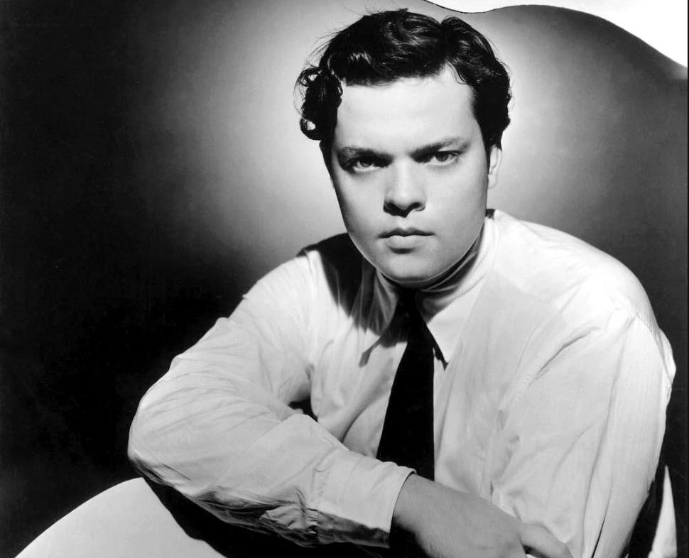 Publiciteitsfoto van Orson Welles, verspreid na de radio-uitzending (Publiek Domein - wiki)