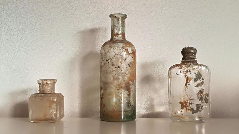 Parfumflesjes van rond 1910 Gevonden in Friescheveen