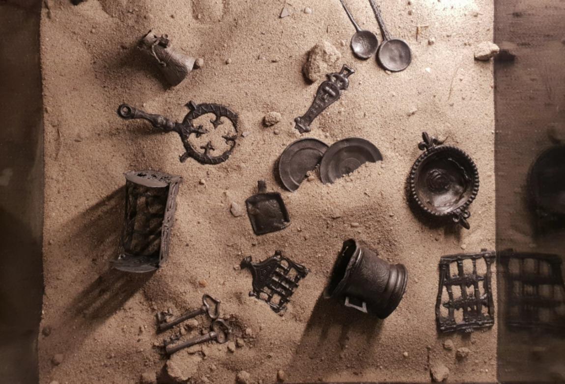Metalen speelgoedfiguurtjes, gevonden in de gracht van Alva, 16e eeuw