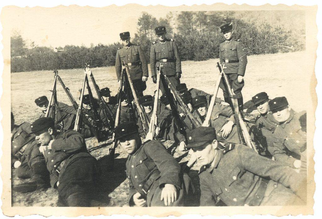 Eenheid Trawniki's in het voorjaar van 1943 op het exercitieterrein voor Lager III.
