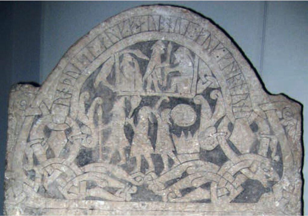 Odin, Thor en Freyr op een Gotlandse runensteen. Historiska museet, Stockholm; afb. uit Vikingen.