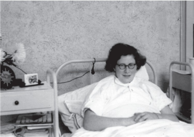 Annelore Daniel tijdens haar herstelperiode in het sanatorium in Santpoort, 1945-1948.