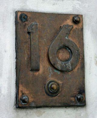 Deurbel en huisnummer van Wetstraat 16