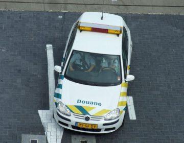 Voertuig van de douane op Schiphol