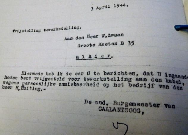 Zwaan vrijgesteld van grondwerk voor de firma Krikke – Archief gemeente Callantsoog