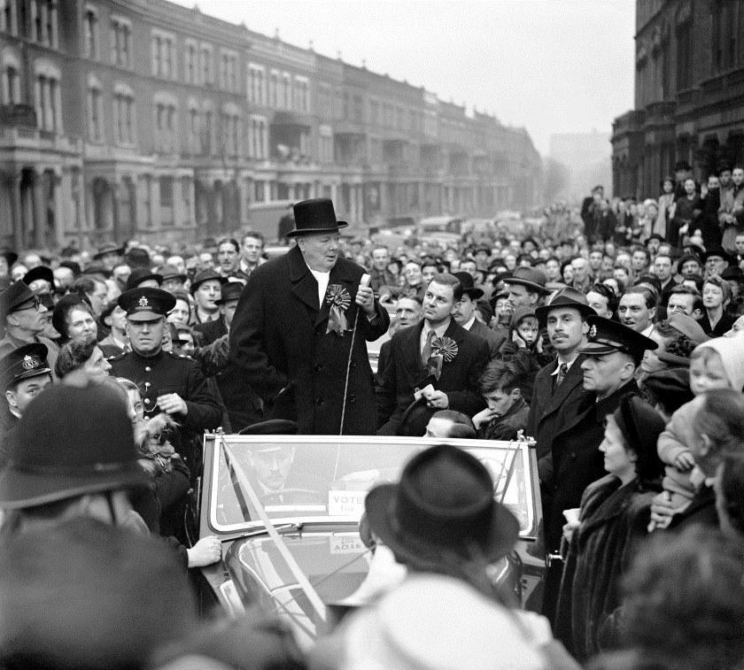 Winston Churchill tijdens een politieke campagne in Londen, 1949
