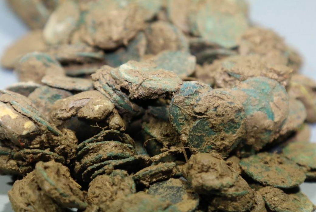 Deel van de illegaal opgegraven Romeinse muntschat