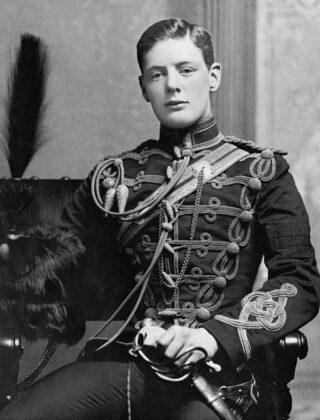 Winston Churchill in militair uniform in 1895