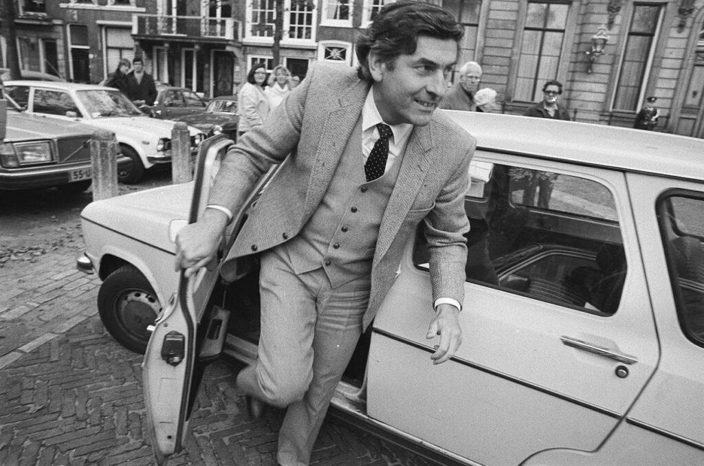 Fractieleider Lubbers (CDA) tijdens de kabinetscrisis in 1981, die tot nieuwe verkiezingen en Lubbers' eerste kabinet zouden leiden