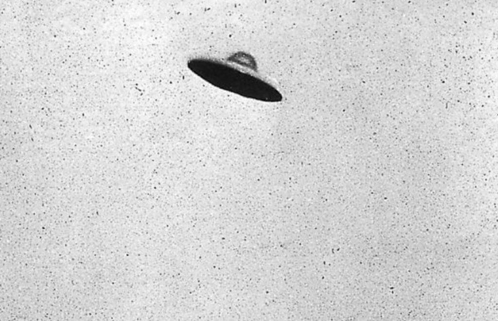 Foto van een vermeende vliegende schotel/ UFO in Passaic, New Jersey, 31 juli 1952