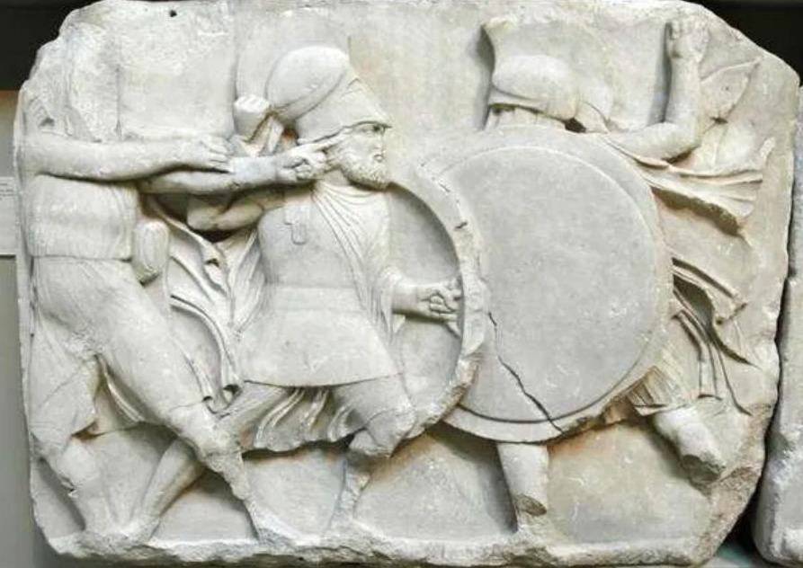 Hoplietenveldslag op het Nereïdenmonument uit Xanthos (British Museum, Londen)