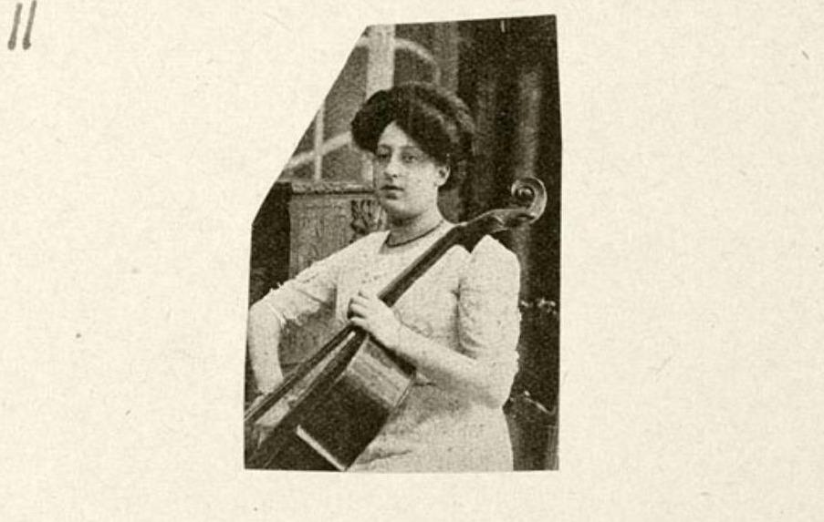 Regina Grelinger in 1911 als lid van het 'Haagsch Trio'
