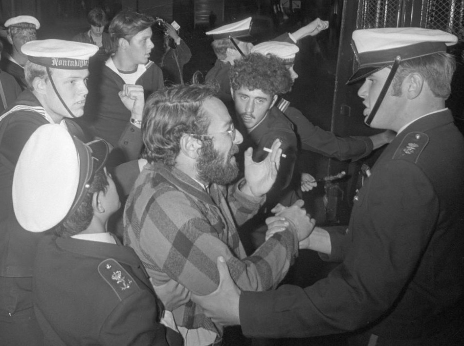 Damslaper-actie. Mariniers sturen een man weg, 1970