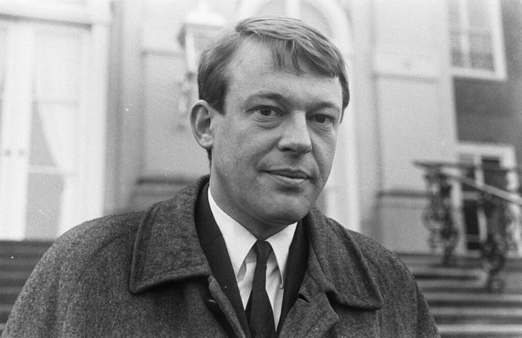 Hans van Mierlo voor Huis ten Bosch, februari 1967