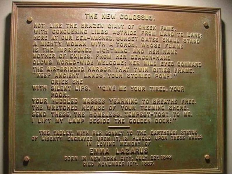 Plaquette in het Vrijheidsbeeld met het gedicht van Emma Lazarus