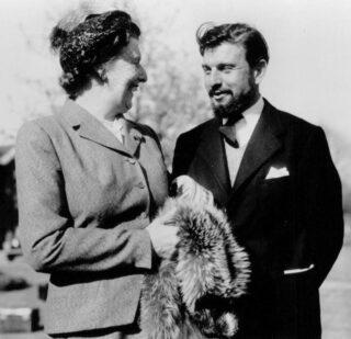 George Blake op latere leeftijd, met zijn moeder Catharina Beijderwellen