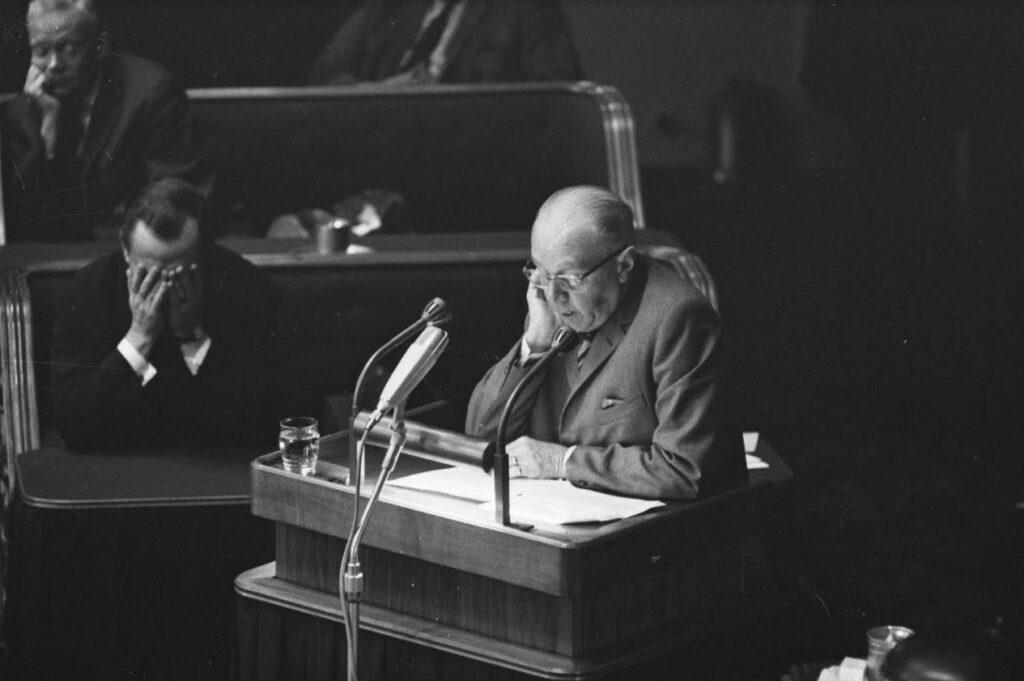 Adams aan het woord in de Eerste Kamer, 4 oktober 1966