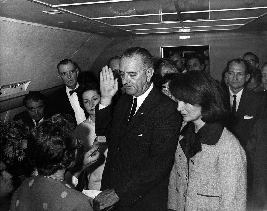 Inauguratie van Lyndon B. Johnson op de dag van de moord op president John F. Kennedy