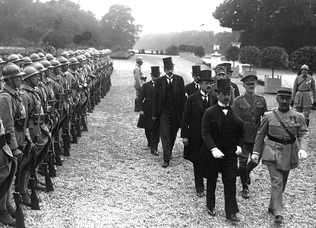 Aankomst van de twee Hongaarse ondertekenaars van het verdrag van Trianon, 1920