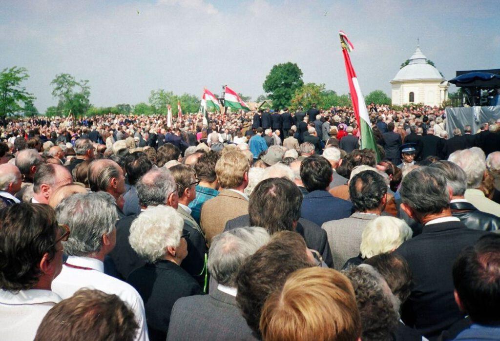 Foto gemaakt tijdens de herbegrafenis van Miklós Horthy in 1993