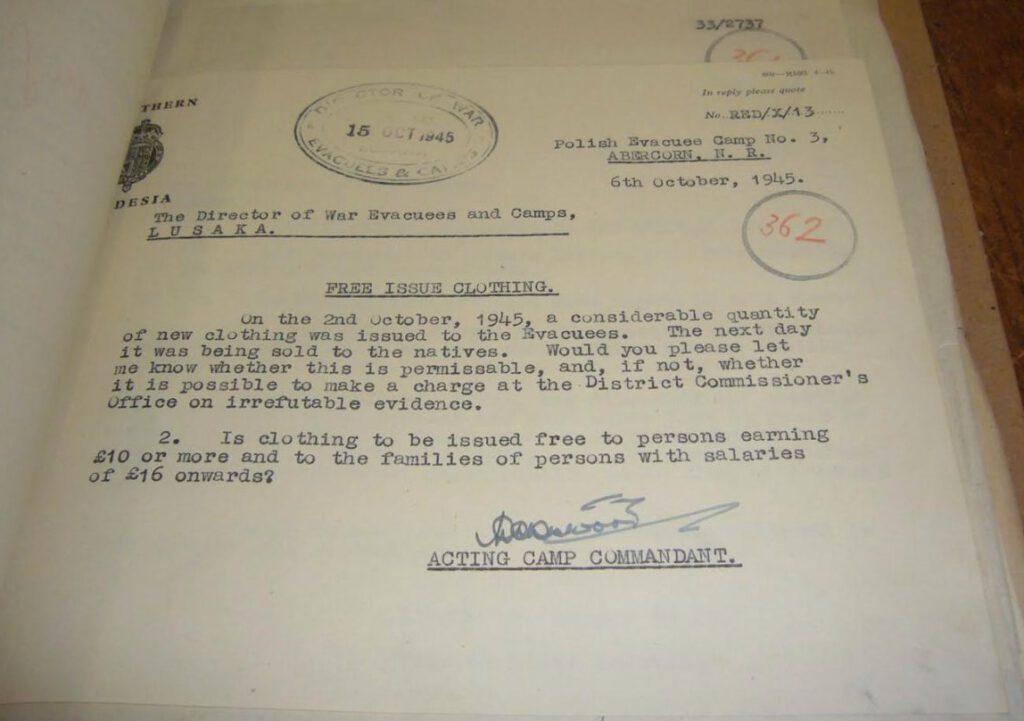 Document uit het archief in Lusaka over het ruilen van kleding door evacués
