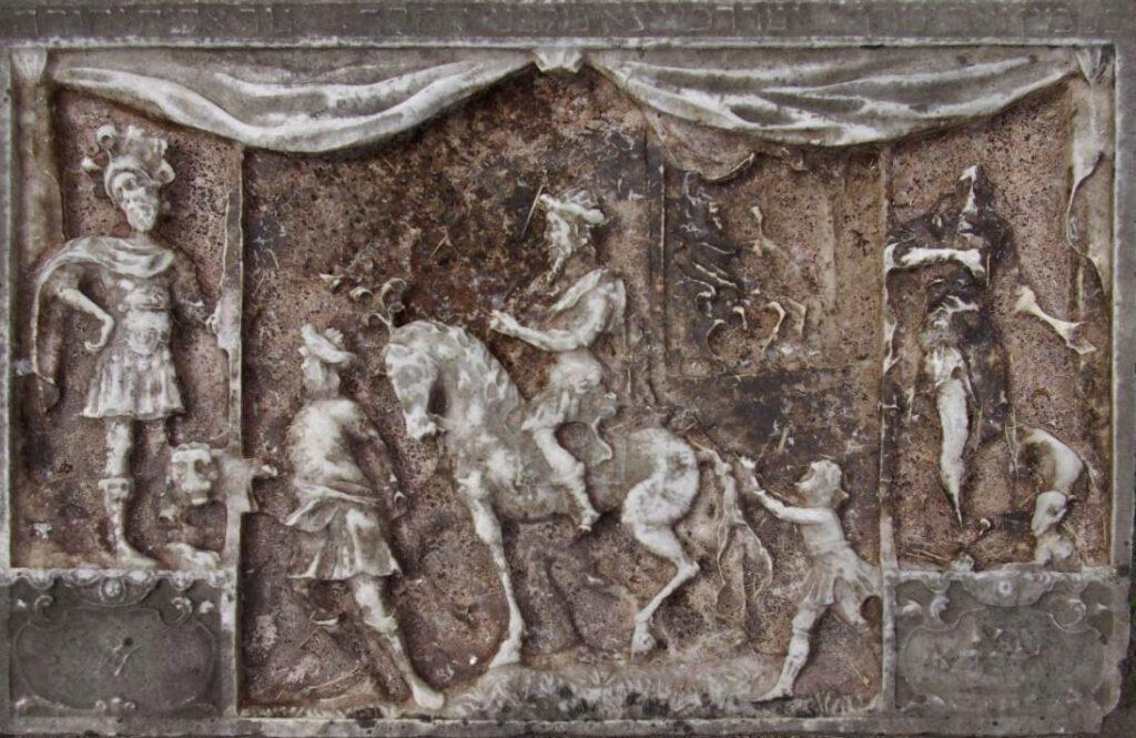 Detail van een grafsteen op Beth Haim