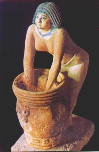 Afbeelding van een brouwende vrouw in het Egyptisch Museum in Caïro