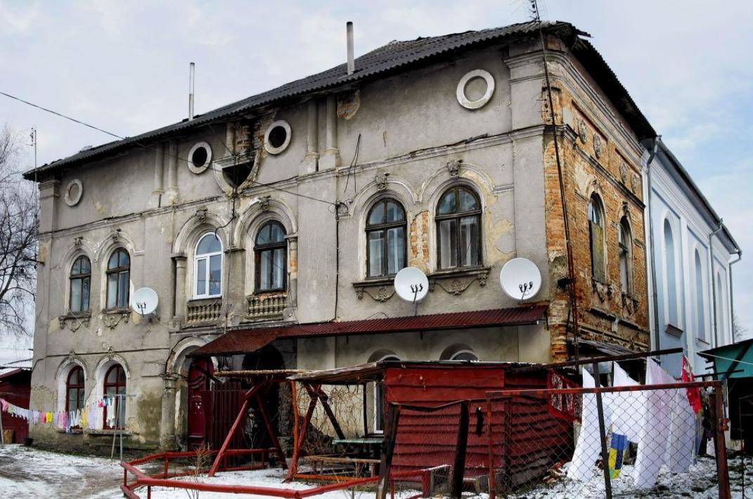 Busk, Galicië, Oekraïne - Voormalige Grote Synagoge - Bron: Christian Hermann.