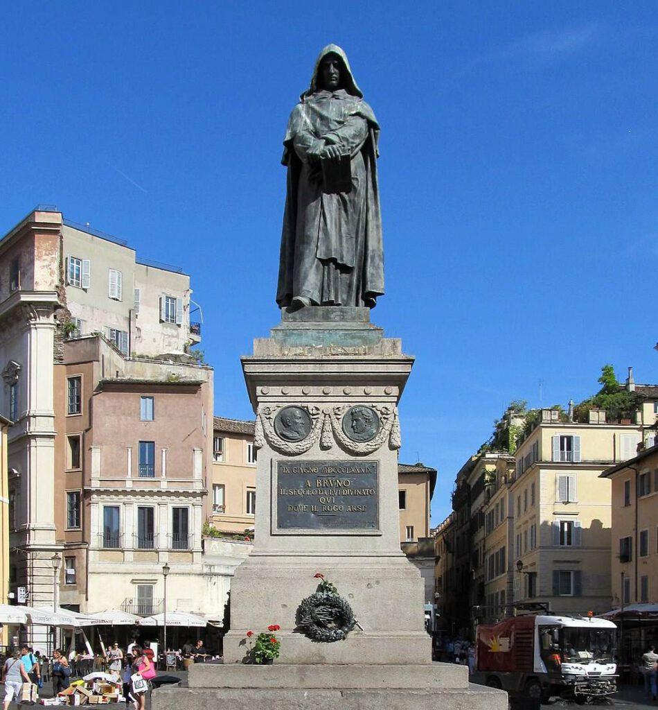 Standbeeld van Giordano Bruno op de plek waar hij werd gedood