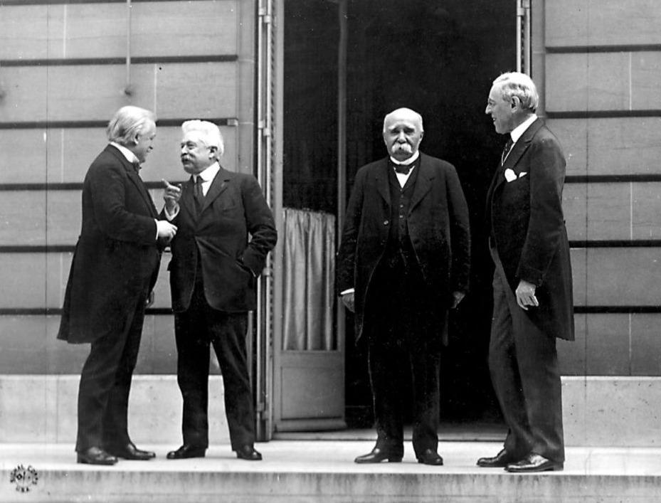 De Raad van Vier: v.l.n.r. David Lloyd George, Vittorio Emanuele Orlando, Georges Clemenceau en Woodrow Wilson