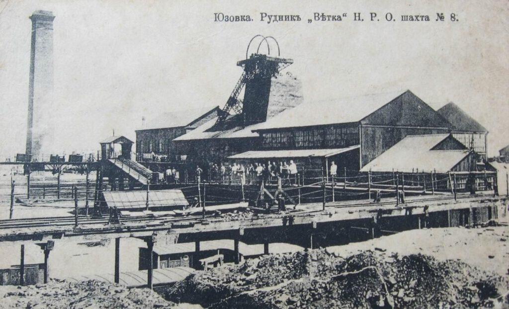 Mijnschacht №8 (de 'Vitka-mijn') nabij Joezovka (het huidige Donetsk) omstreeks 1910.