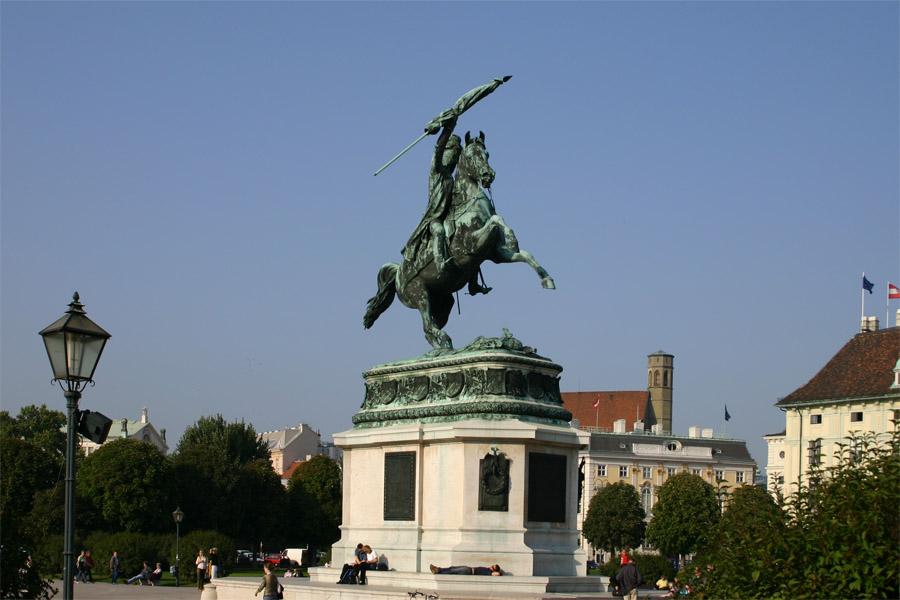 Standbeeld van Karel van Oostenrijk-Teshen op de Heldenplatz in Wenen
