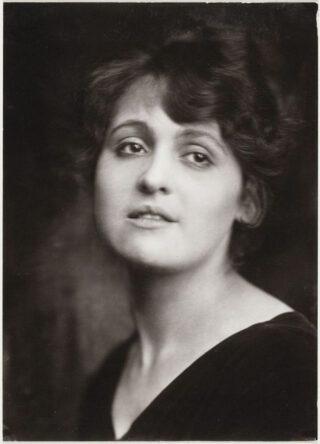 Portret Nola Hatterman, 1918. Collectie Atelier J. Merkelbach, Stadsarchief Amsterdam.
