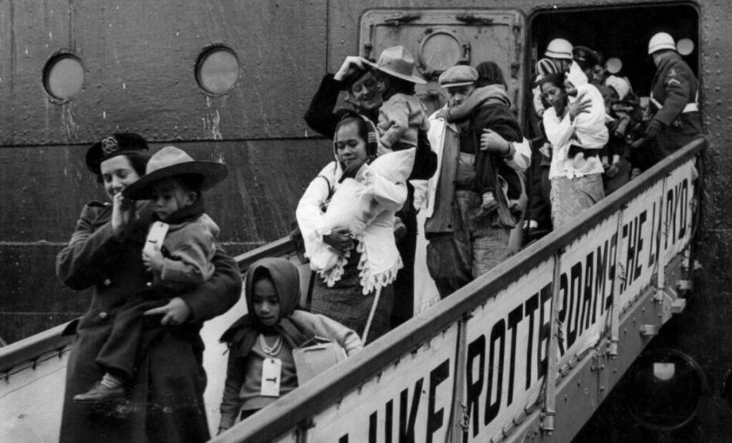 Aankomst van Molukkers in Rotterdam, 1951