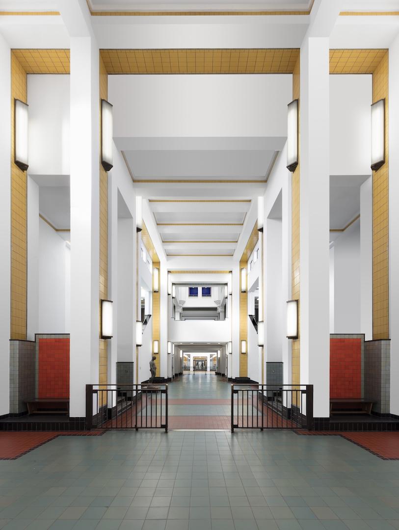 De centrale hal van Kunstmuseum Den Haag. Foto: Gerrit Schreurs