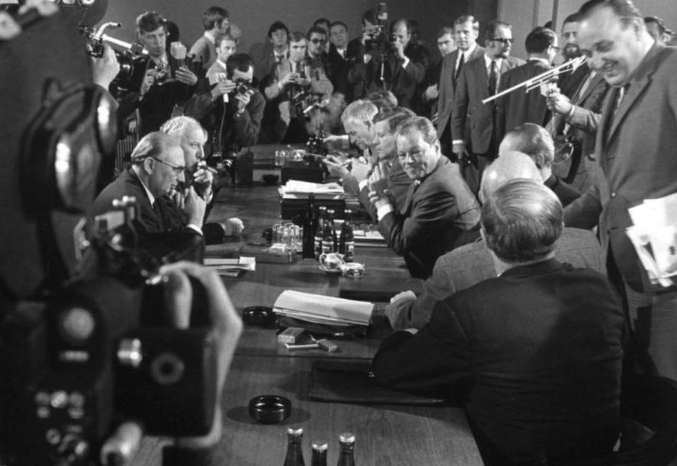 Duitsland 1969, coalitieonderhandelingen. Links FDP, rechts SPD.