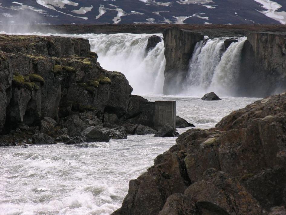 De Goðafoss-waterval dankt zijn naam aan de heidense voorwerpen die er door Thorgeir Ljósavatngooi in werden gegooid kort na zijn oordeel dat IJsland christelijk zou worden.