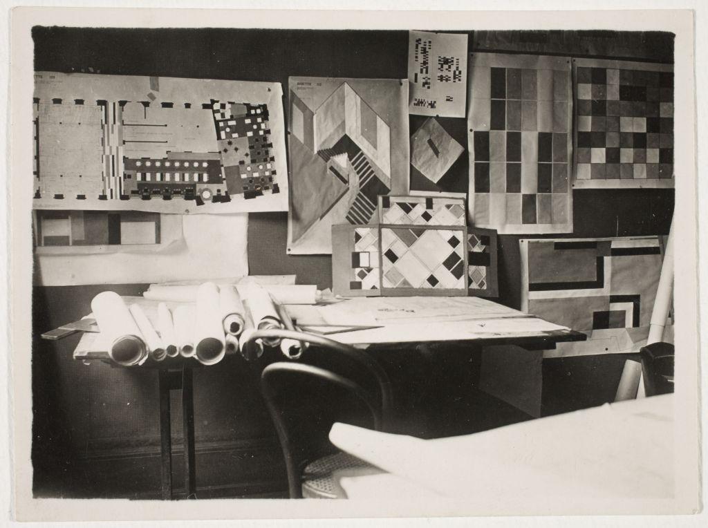 De interieurmaquette in het atelier van Van Doesburg, 1927