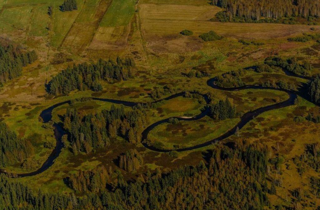 Een meanderende rivier
