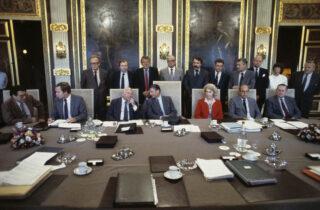 Ministers van het kabinet-Van Agt II, vooraf aan de eerste ministerraadsvergadering in de Trêveszaal op 11 september 1981