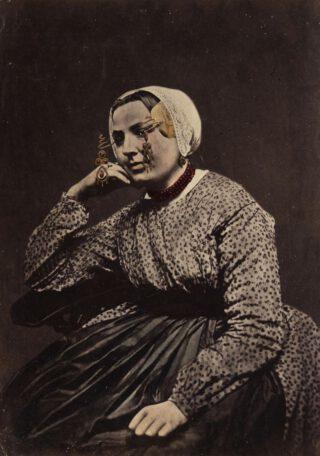 Vrouw uit vlaardingen in streekdracht, 1875-1885
