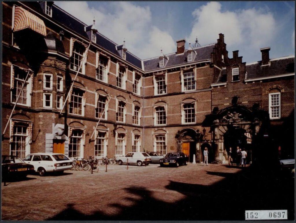 Het ministerie van Algemene Zaken, Binnenhof 19.