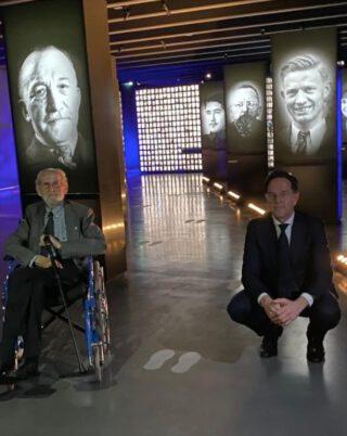 Premier Rutte en Arie van Houwelingen in het museum