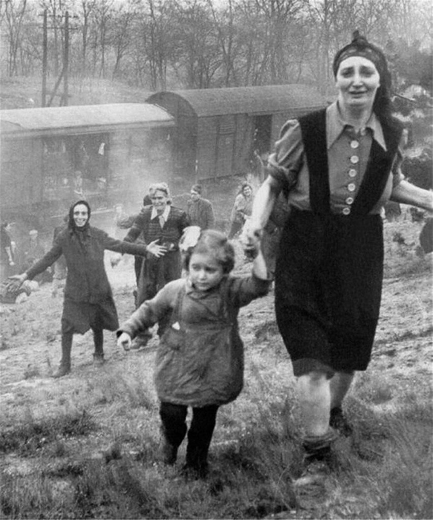 Amerikanen stuiten bij Farsleben op een trein vol Joodse gevangen - 13 april 1945