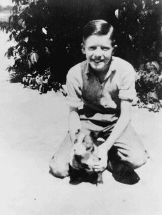 De jonge Jimmy Carter met zijn hond Bozo, in 1937