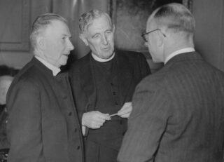 Berggrav (l) en Temple (m) tijdens de UBS-oprichting in 1946