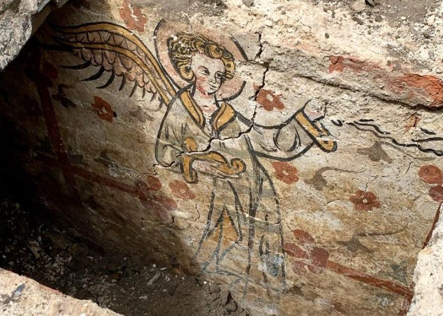Een van de beschilderingen in de grafkelder