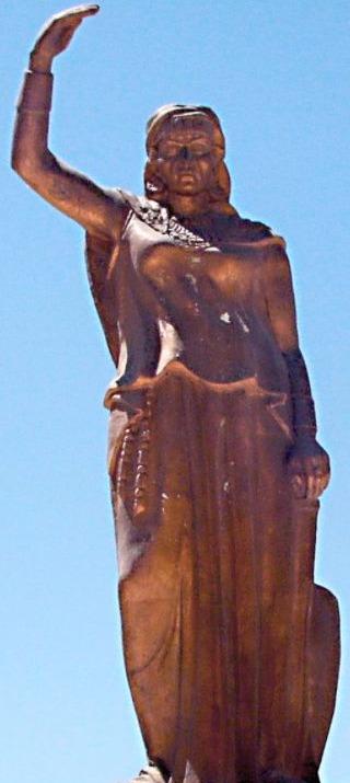 Standbeeld van de Berberse militair leidster Kahina in Khenchela, Algerije