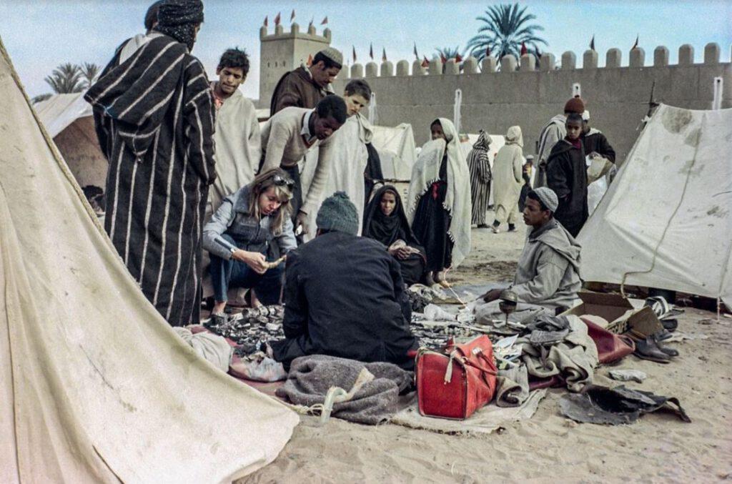 Verkoop van berberjuwelen - Foto uit 'Berber Memories – Women and jewellery in Morocco' (Yale University Press)
