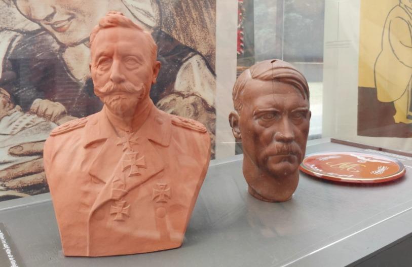 Bustes van Wilhelm II en Adolf Hitler in Huis Doorn